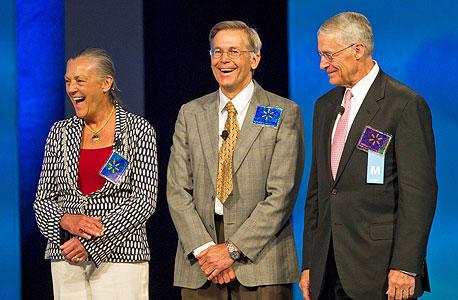 7. משפחת וולטון, מייסדי וולמארט, סאם וולטון אליס (משמאל) ג'ים ורוב וולטון. תרמו ב-2013: 325 מיליון דולר. תרמו עד כה: 4.9 מיליארד דולר