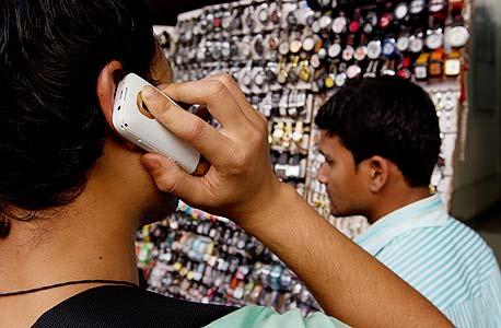 אינו סימן לכלכלה מוצלחת, כי אם מכשיר עזר להשגתה. טלפונים סלולריים