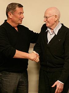 נוחי דנקנר ואברהם לבנת בחתימה על העסקה למכירת השליטה במשאב למשפחת לבנת