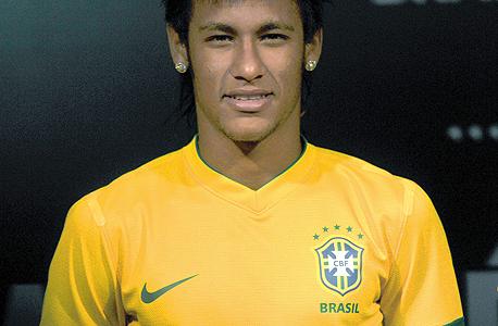 ניימאר במדי נבחרת ברזיל. יוכל לקבל בברצלונה יותר מ-15 מיליון יורו בשנה, צילום: איי אף פי