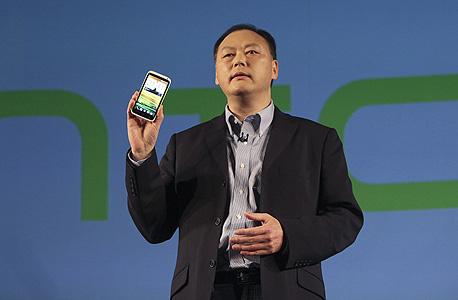 """מנכ""""ל HTC פיטר צ'ו מציג את סדרת וואן ONE"""