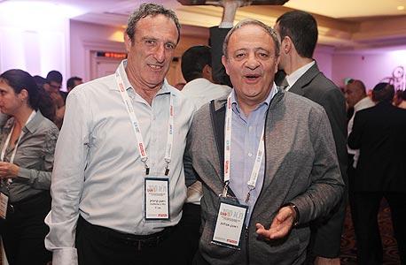 """ראובן אבלגון פעיל בשוק ההון (מימין) וראובן קרופיק, מנכ""""ל כלל ביוטכנולוגיה, צילום: אוראל כהן"""