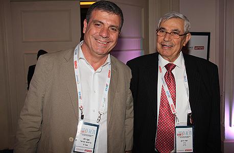 """יוסי רוזן (מימין) יו""""ר בז""""ן ואבי לוי מנכ""""ל בריטיש ישראל בבואם לכנס"""