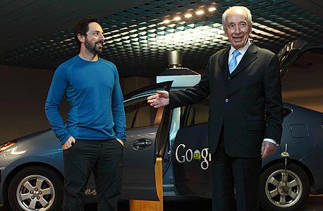 שמעון פרס וסרגי ברין, יחד עם המכונית האוטומטית של ענקית החיפוש