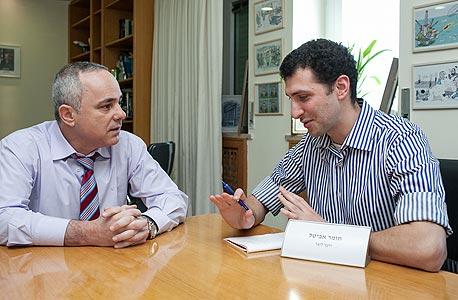 במשרד עם שטייניץ, צילום: נועם מושקוביץ