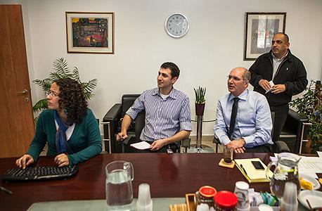 """עם מנכ""""ל האוצר דורון כהן, צילום: נועם מושקוביץ"""