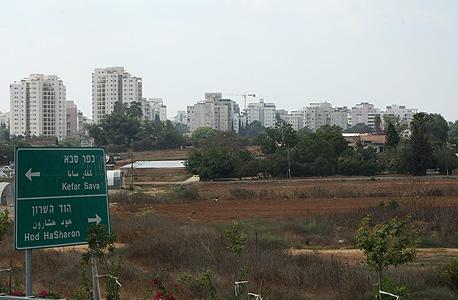 שטח המיועד לבנייה ליד הוד השרון, צילום: עמית שעל
