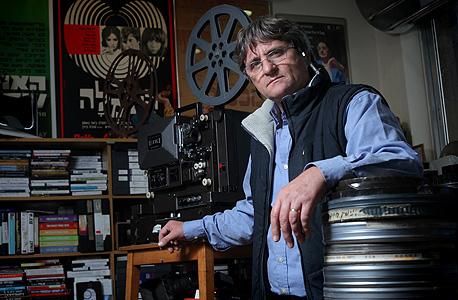 """ליביו כרמלי, מנהל הארכיון של החוג לקולנוע באוניברסיטת ת""""א. """"אני רוצה שהמקום יהיה מרכז קולנוע שוקק חיים"""""""