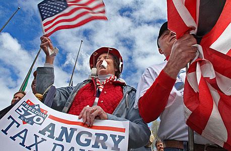 """מפגינים של """"מסיבת התה"""" בוושינגטון. """"לא מגלים לאנשים שזאת תנועה עממית שממומנת על ידי מיליארדרים של נפט"""""""