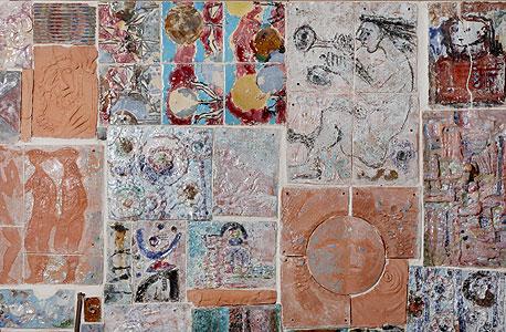 פסיפס אריחי אמבטיה. דמויות מהמיתולוגיה, נשים ערומות, נופים קדמוניים ומוטיבים של ים