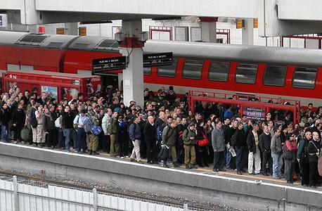 עומסים ברכבת (ארכיון), צילוםף רוי דינר, אומן בידור והפקות