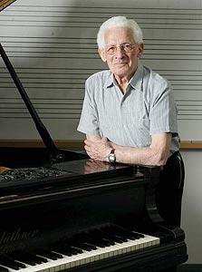 מאיר שטרן. דוקטורט בגיל 86