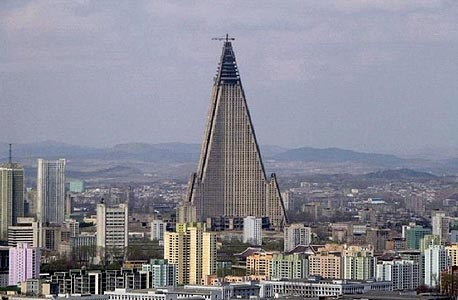 בירת צפון קוריאה, פיונגינג. עכשיו אתם יכולים לקנות טאבלט בשביל לתעד את הזוועות המקומיות