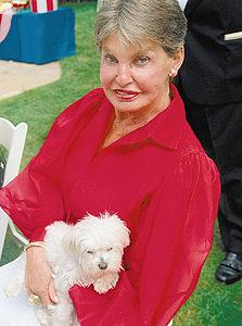 ליאונה הלמסלי. הורישה לכלב שלה 12 מיליון דולר