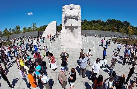 אנדרטת מרטין לותר קינג בוושינגטון. המידע שנחרת באמת לא מופיע בספרי הטיולים