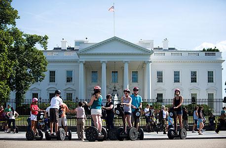 תיירים מחוץ לבית הלבן