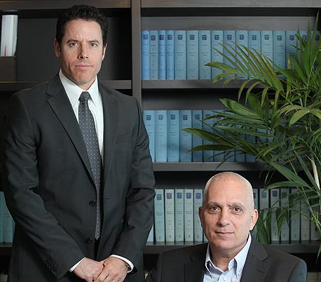 """מימין עופר אחירז מנכ""""ל לידקום ועופר שפירא כונס הנכסים , צילום: אוראל כהן"""