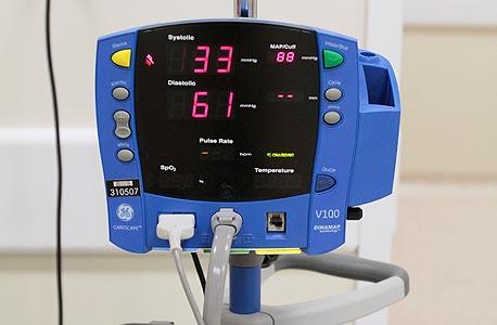 מכשיר נייד לבדיקת לחץ דם. 1,900 דולר