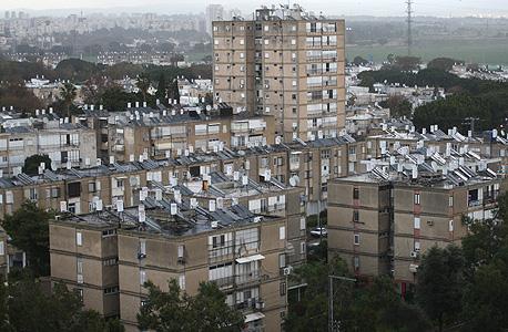 דודי שמש על גגות בניינים