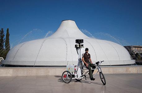 האופניים של גוגל במהלך הצילומים במוזיאון ישראל