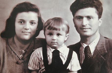 1950. יאשה קדמי, בן שלוש, עם הוריו יוסף וסופיה במוסקבה