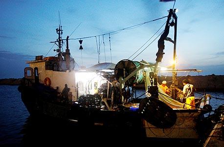 """הספינה """"העתיד"""". הרב הציע להוסיף ה' למזל, ודייג לא אומר לא למזל"""
