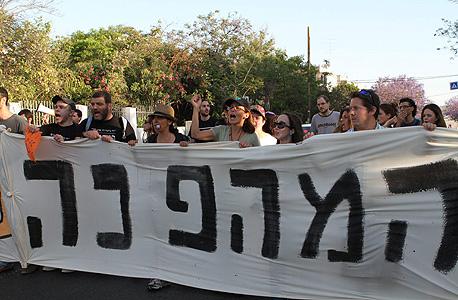 צועדים ברחובות תל אביב, היום אחרי הצהריים, צילום: אריאל בשור