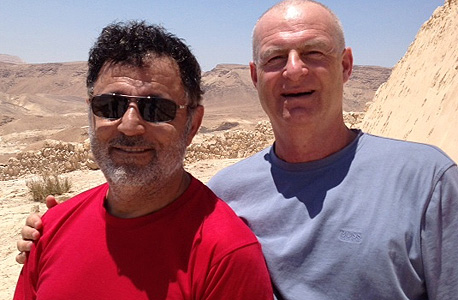 מימין: ענבר וטהרי. קולקציית קיץ
