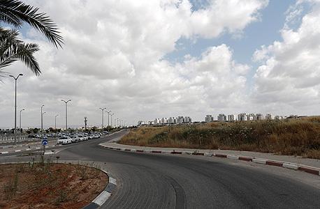 לוד: השטח הפתוח בין תחנת הרכבת לשכונת גני אביב