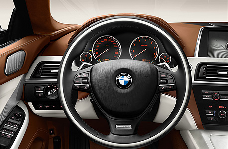 פנים מכונית BMW. מה יתרום השעון החכם?