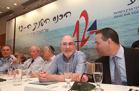 מימין: דורון ברזילי, ;אשר גרוניס, יעקב נאמן, יהודה וינשטיין  ויוחנן דנינו