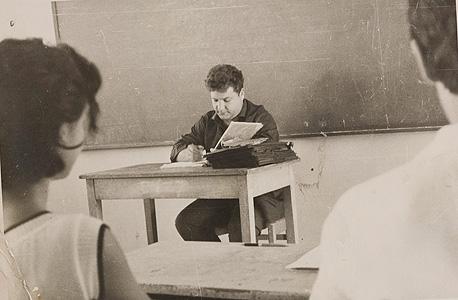 """לביא מלמד. כונה """"גורו"""" ומשך המוני תלמידים אל שיעוריו ואל ביתו"""
