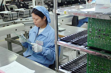 עובדת הואוויי בסין. מאות מהנדסים סינים מיישמים פתרון של ישראלי אחד