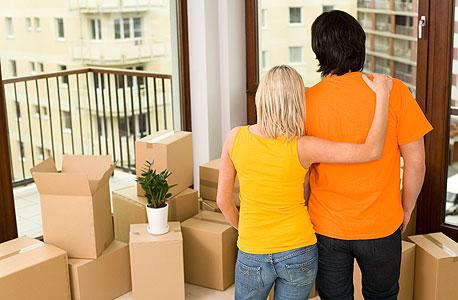 זוג במעבר דירה. בהעדר הסכם, היא עלולה להחשב כרכוש משותף