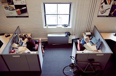 קיוביקלים במשרד בפורטלנד. דווקא סוליסטיות משפרת את התפוקה