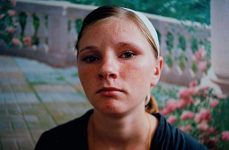 יוליה. נשפטה על גניבה. כלא נשים, אוקראינה, 2009 , צילום: מיכל חלבין