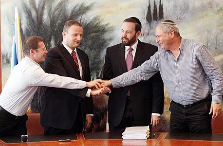 מימין בנצי ליברמן, אריאל אטיאס, הראל לוקר וסגן הממונה על התקציבים באוצר ראובן קוגן