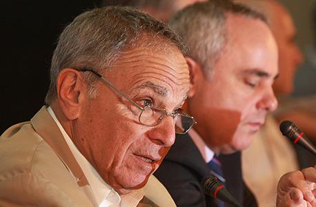 פרופ' ששינסקי עם שר האוצר הקודם, יובל שטייניץ