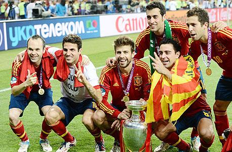 שחקני ברצלונה בנבחרת ספרד. הכדורגל הספרדי נוהג להזדווג כמו שפן עם הרבה סוגי כדורגל אחרים. מגמה שהתחזקה בשנים האחרונות