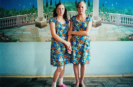 מאשה וסווטה. כלא לעברייניות צעירות, אוקראינה, 2009 , צילום: מיכל חלבין