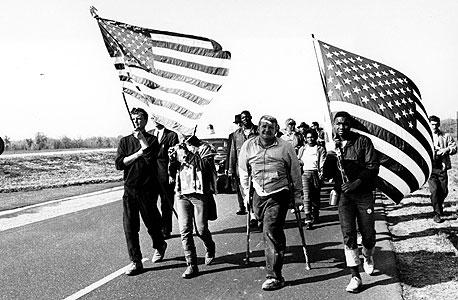 1965. צועדים למונטגומרי, אלבמה, במחאה נגד ההגבלות על הצבעת שחורים