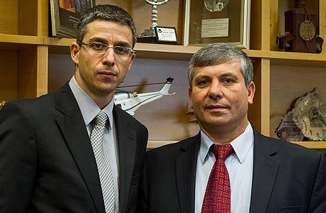 """שר התמ""""ת שלום שמחון (מימין) ומנכ""""ל המשרד שרון קדמי"""
