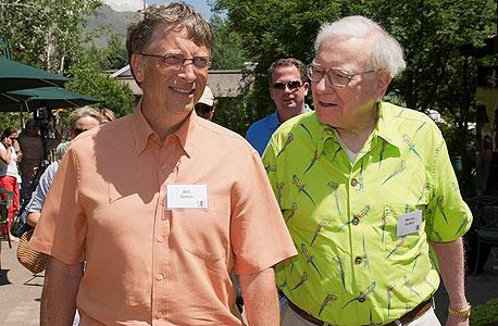 """וורן באפט וביל גייטס - האנשים העשירים ביותר בארה""""ב"""