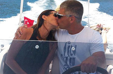 """לניר ואשתו טלי על הסירה בטורקיה. """"ההצלחה הכי גדולה שלי בחיים זה החיים עם אשתי"""""""