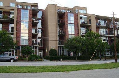 הפיתרון להוזלת שוק הדירות? בונים יחידות דיור בחצרות בתים ובמרתפים