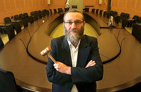 """משה גפני, יו""""ר ועדת הכספים.  לפי חדו""""ש, הוועדה אישרה ב-2011 תוספת של 74 מיליון שקל למועצות דתיות"""