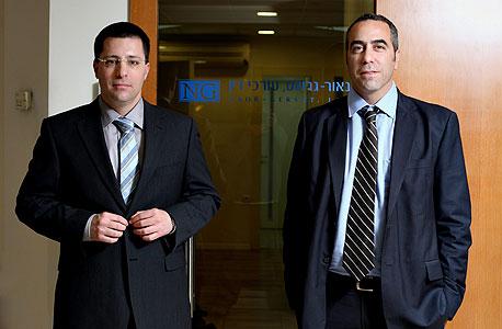 עורכי הדין אופיר נאור (מימין) ורנן גרשט, צילום: עמית שעל