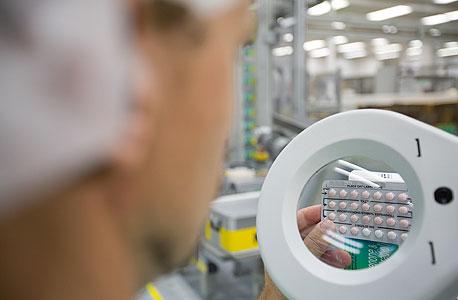 """הגלולות למניעת היריון YAZ במפעל באייר בברלין. יו""""ר צוות היועצים החיצוני של ה־FDA עבדה עבור באייר"""