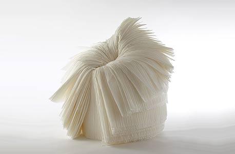 עבודה של סטודיו ננדו בתערוכה שאצר איסי מיאקי