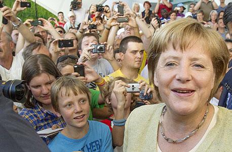 הקנצלרית אנגלה מרקל וצעירים גרמנים בברלין